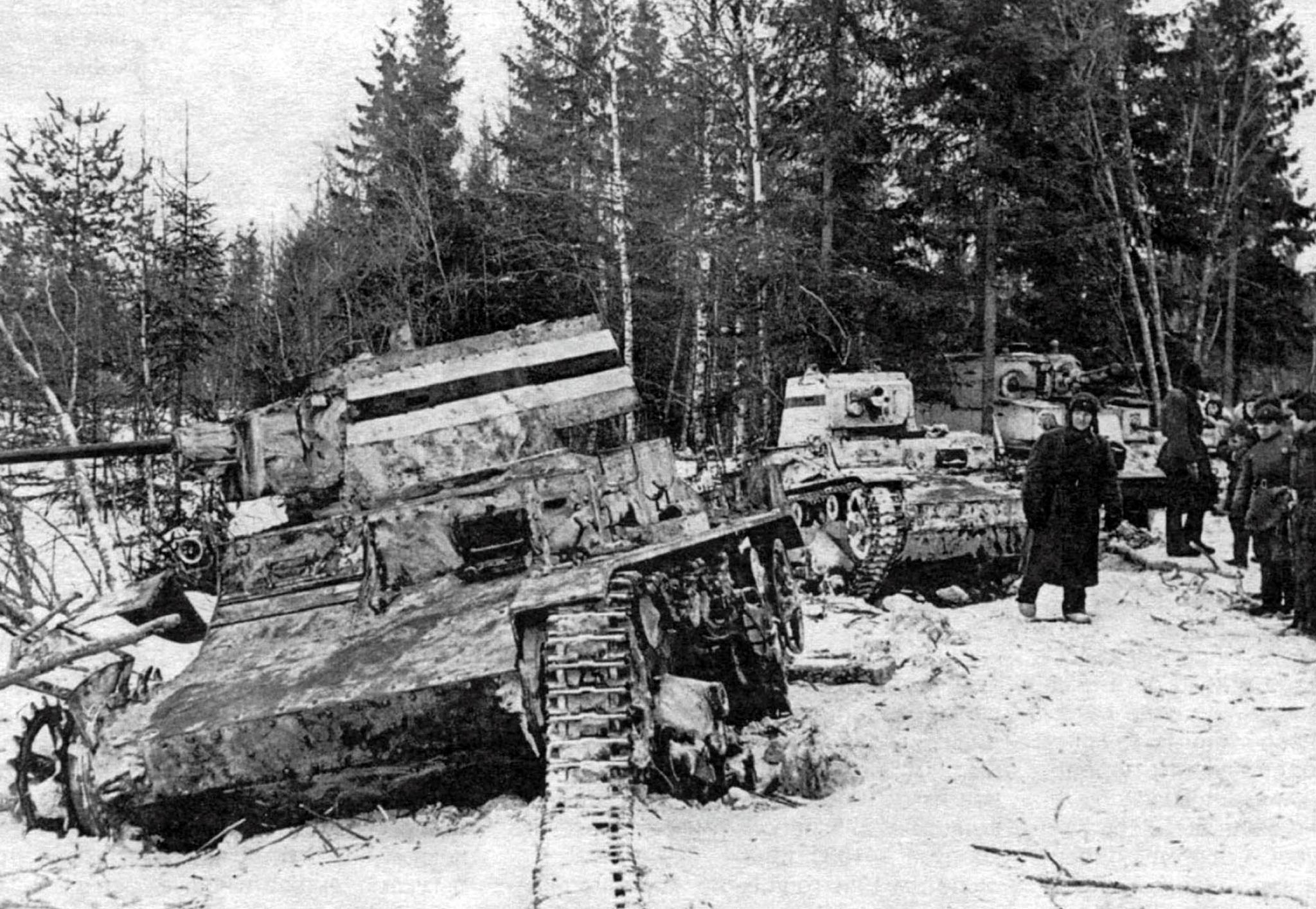 The destroyed finn vickers tanks and the soviet t 28 tank in 1940